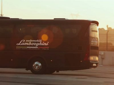 Lamborghini rueda por Valencia en el lanzamiento internacional de su 'Aventador S'