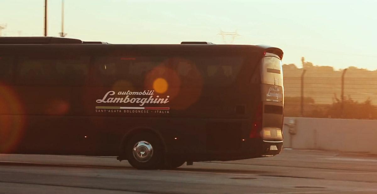 Autobuses / EXCLUSIVE / para el lanzamiento del nuevo Aventador S de Lamborghini.