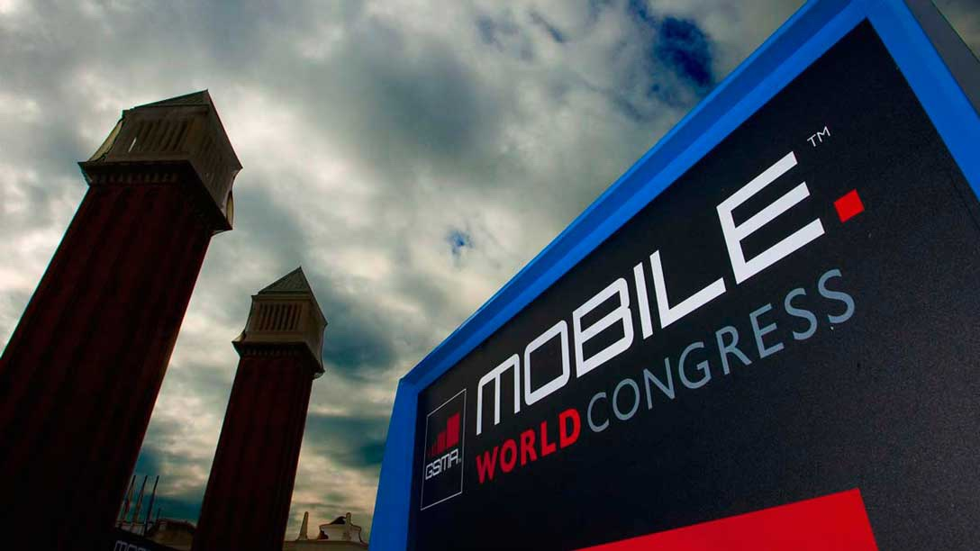30 coches camino del World Mobile Congress