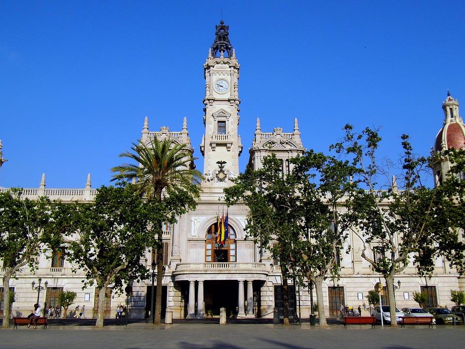 Ventajas de alquilar un coche de lujo con chófer en Valencia 1