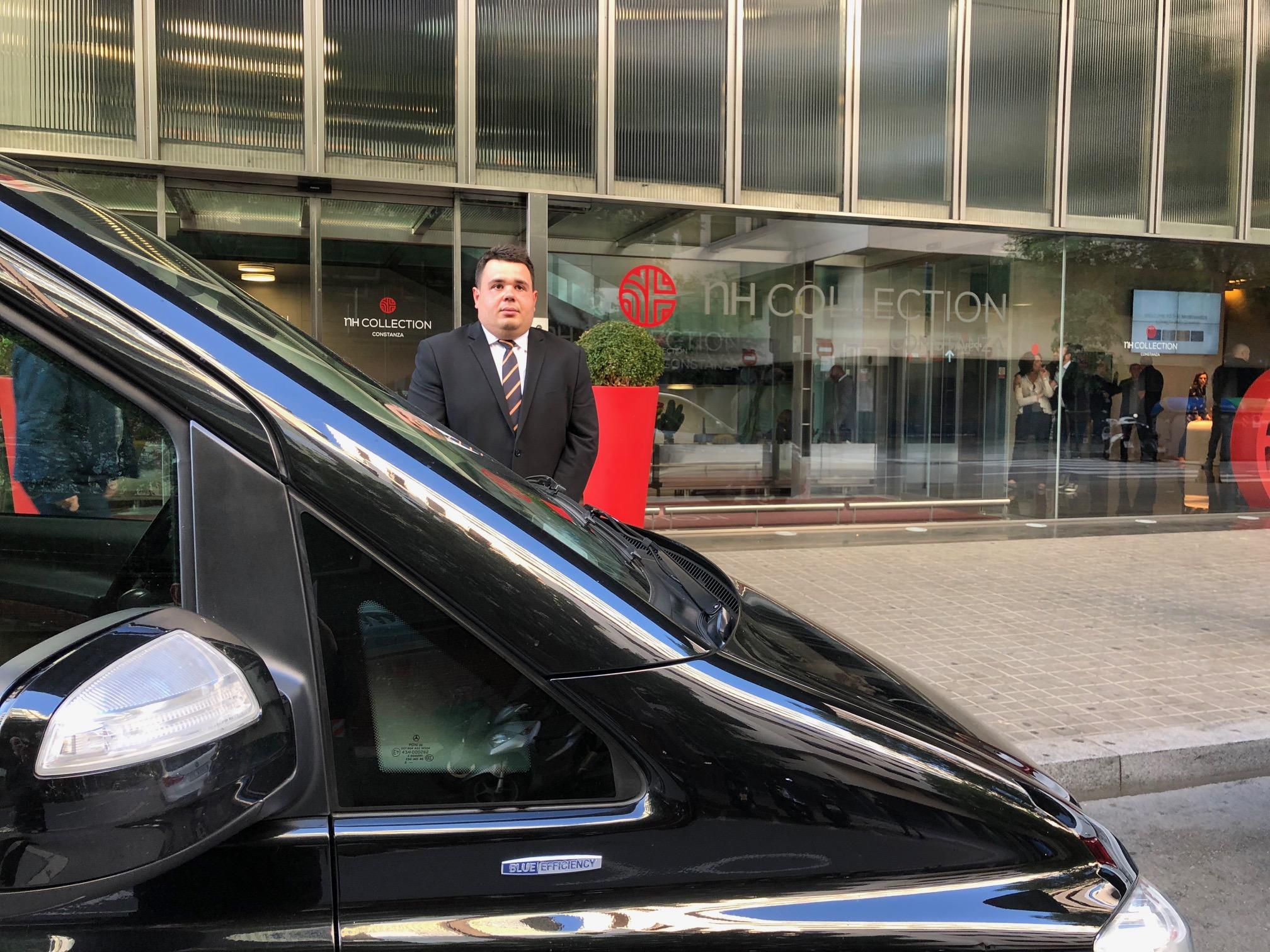 ¿En qué aeropuerto puede recogerme un coche de lujo con chófer de Exclusive Cars? 1