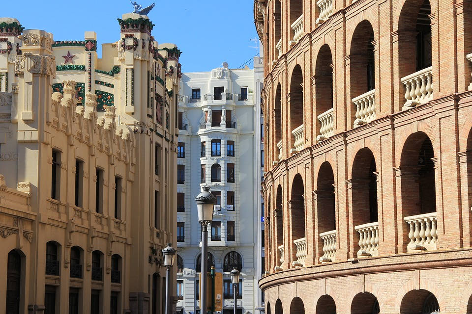 Viajar a Valencia en verano, cómo desplazarse