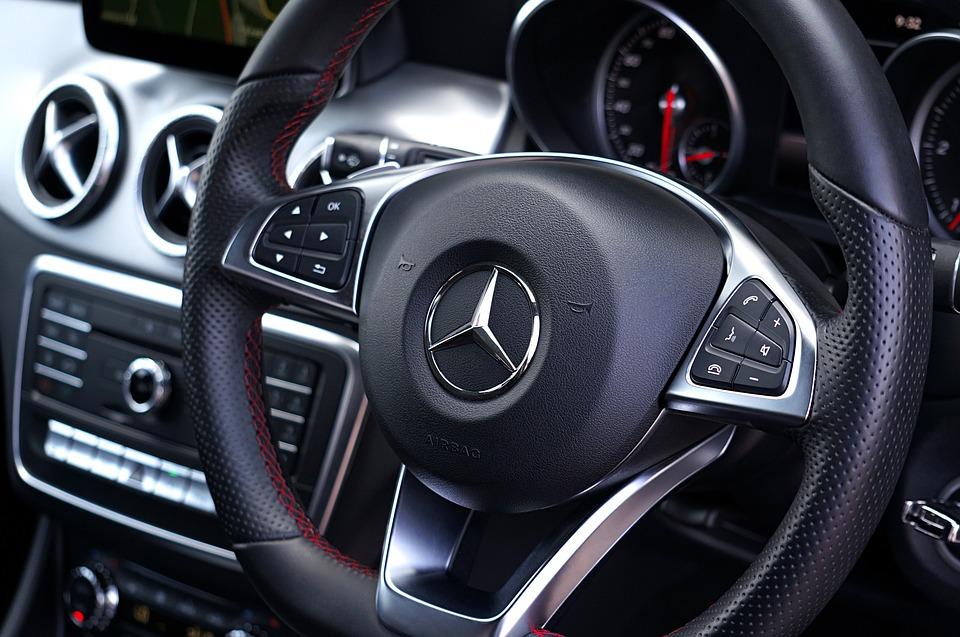 Consejos para hacer aún más ameno un viaje con un coche de lujo con conductor