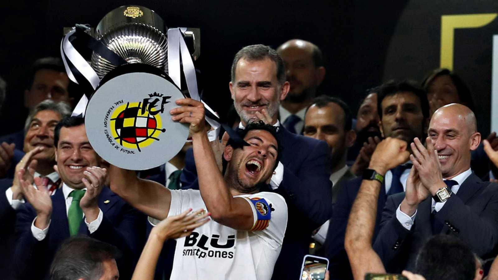 El Valencia CF vuelve de Sevilla con la Copa del Rey