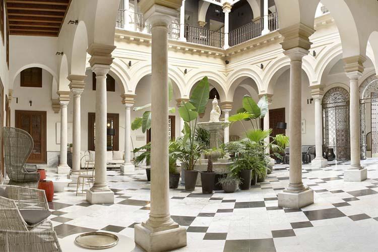 Tres hoteles con encanto para alojarse en Sevilla 5