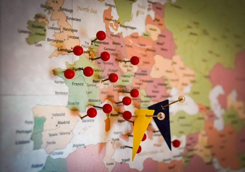 ¿Vas a viajar por Europa en Coche? Estos son los límites de velocidad