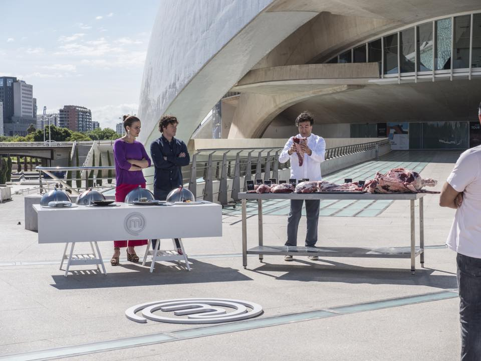 Master Chef Celebrity graba en Valencia ciudad en una cena homenaje a Raphael.