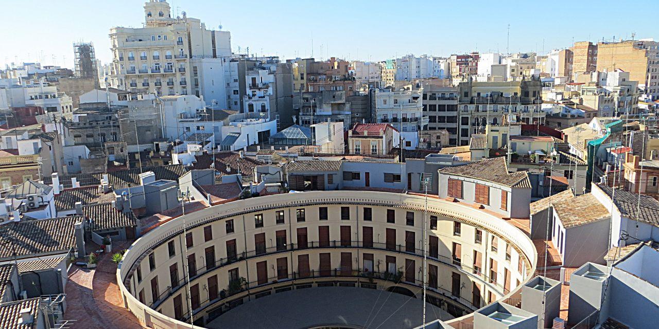 Razones para visitar la Plaza Redonda en un viaje a Valencia